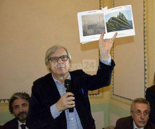 """""""Il Tocco dell'Arte"""" il Prof.Vittorio Sgarbi ammira le opere di DiDiF"""